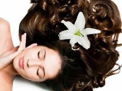 Vlasy hýčkané prírodnou kozmetikou – iné a predsa rovnaké každý deň?